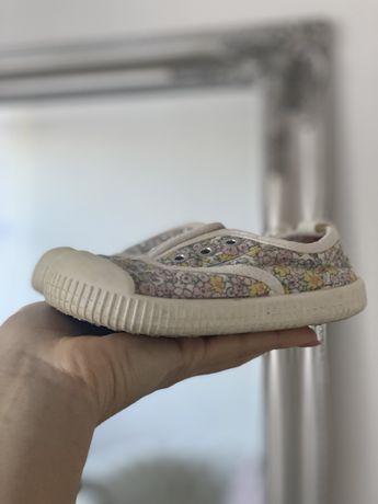 Дитяче взуття  h&m