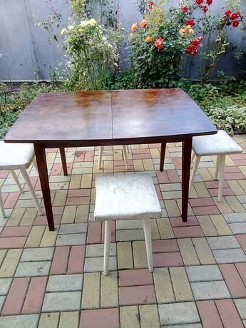 Стол столовый раздвижной можно с табуретами или отдельно.