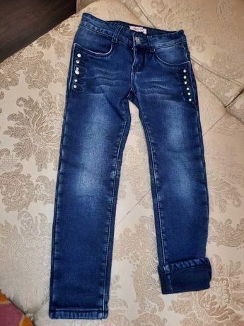 Продам джинсовые утепленные брюки для девочки на рост 116-122-128см
