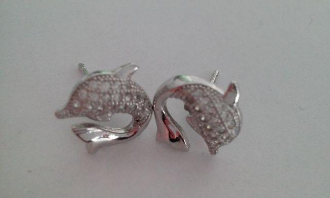 Srebrne kolczyki dla dziewczynki delfinki z cyrkoniami