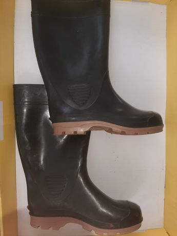 Гумові нові чоботи