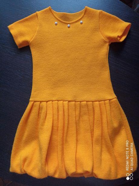 Теплое нарядное платье на девочку 5-6 лет