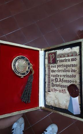 Relogio e moeda portuguesa
