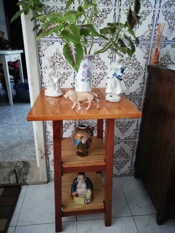 Mesa  Pequena Decorativa de Apoio Há Entrada Para Gel e Álcool