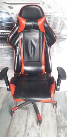 Krzesło gamingowe i Biurko do komputera