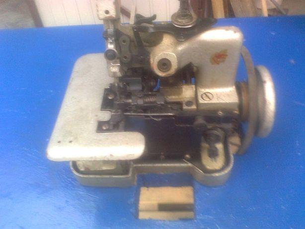 Maszyna do szycia typu Overlok, komplet razem z  silnikiem.