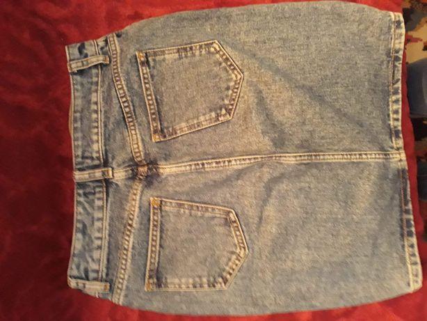 Sprzedam piękna spódnice jeansowa firmy Mark&spencer.