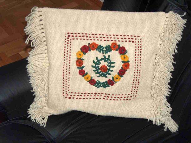 Poszewka wełniana poduszka makatka gobelin kilim