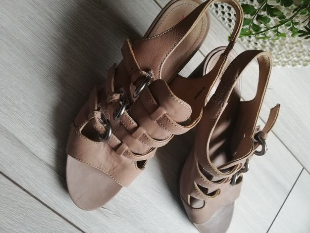 Sandałki beżowe Esprit