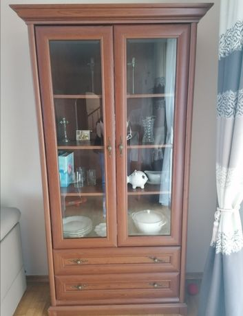 Meble : stół z 6 krzesłami, stolik tv, witryna