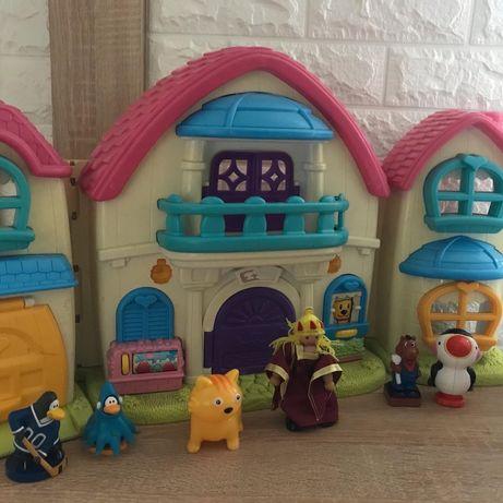 Фирмовый домик для маленьких. Жителей
