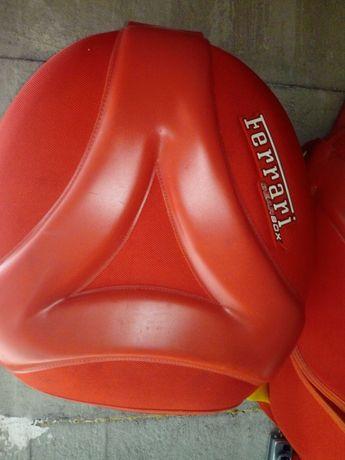 Stare zabytkowe Plecaki Ferrari.