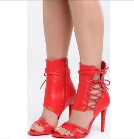 Szpilki czerwone sandały