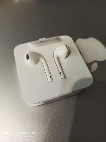 Продам новые наушники Apple Earpods lighting оригинал