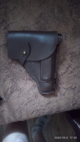 Кожаная кобура под пистолет