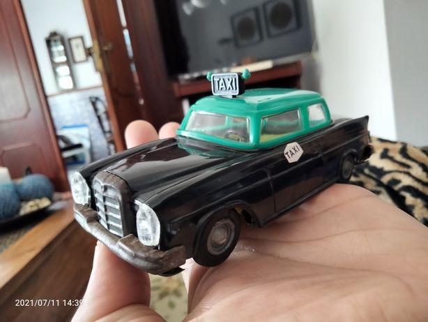 Taxi corda antigo Mercedes