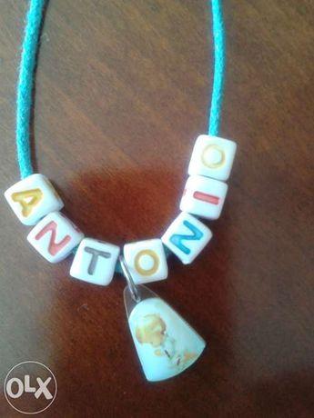 Colar com nome António