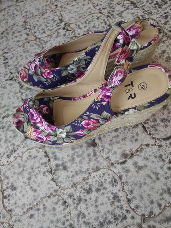 Sandały damskie na koturnie NOWE