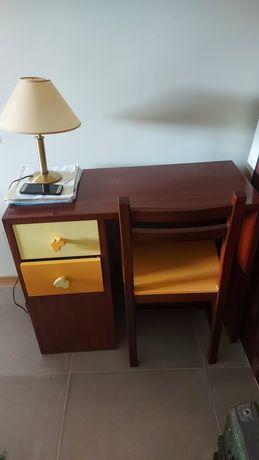 Secretaria e cadeira criança (cadeira, gavetas e estantes lacadas)