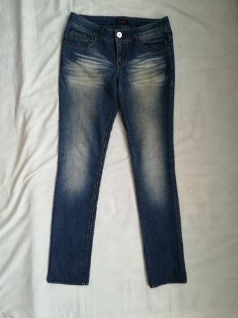 Тёмно-синие 44-46 m-l джинсы эластичные с нашивкой на кармане прямые