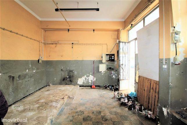 LARANJEIRO - Loja com 2 pisos e WC!!!