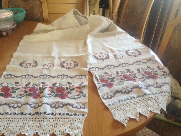 Рушник льняной с вышивкой и кружевом времён СССР