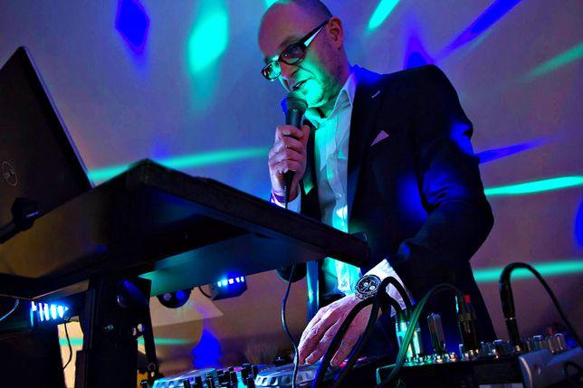 DJ na wesele Lublin Lubelszczyzna - biesiada z gitarą przy stołach