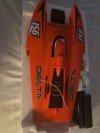 Barco bataria de cor laranja