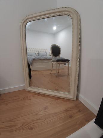 Espelho branco..