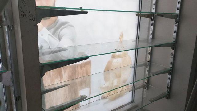 Стеллажи витрина, стелажі вітрина магазина
