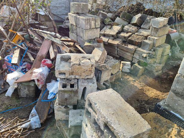 Oddam pustaki betonowe