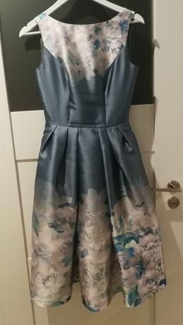 Sukienka Chi Chi London błękit kwiaty sexi rozkloszowana ślub chrzest