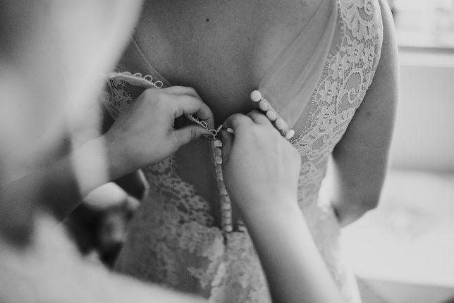 Suknia ślubna , modna