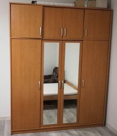 Szafa 4-drzwiowa z 2010 r.