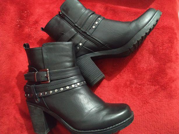 Botas de salto pretas
