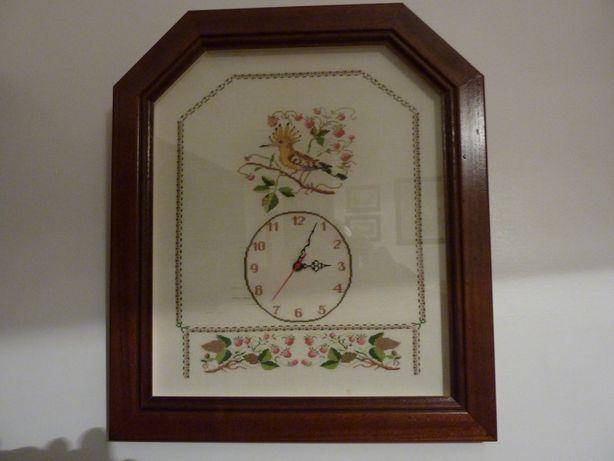 Relógio bordado