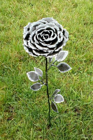 Кованая роза, хризантема подарок девушке, кована троянда.