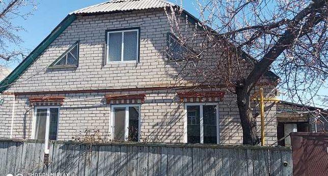 Продам крепкий, кирпичный дом в Коротиче, центр.