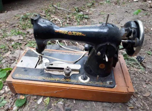 Швейная машинка Zinger, электропривод и ножная