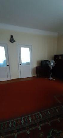 Продам 4-х кімнатну квартиру + 2 сарая + 2 погріба + гараж.