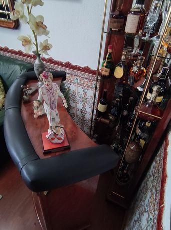 Móvel bar cerejeira