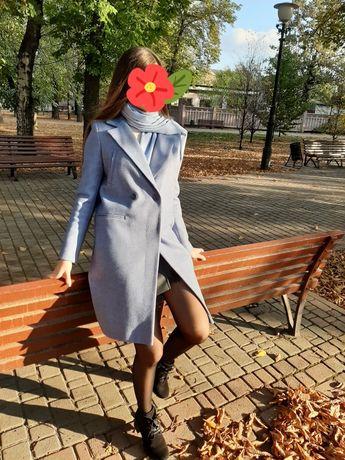 Осеннее пальто в хорошем состоянии
