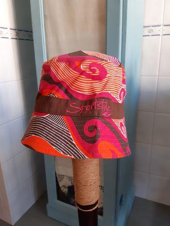 Chapéus de algodão vários e novos