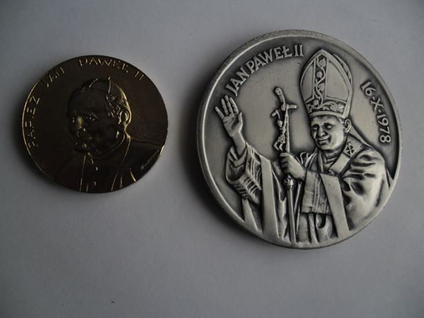 2 medale z papieżem JP II