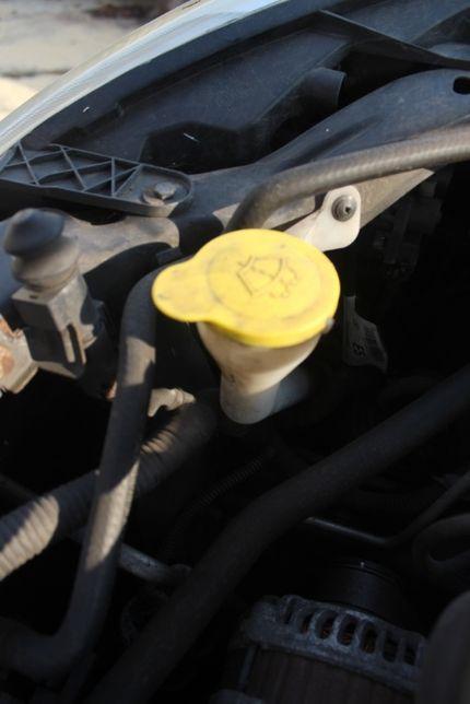 Zbiorniczek spryskiwaczy Nissan Qashqai rok 2007 , 2.0i