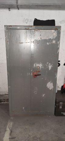 Szafa wojskowa metalowa z półkami zamykana na nowy zamek