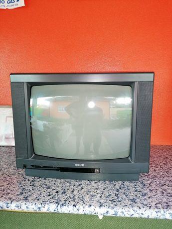 Televisor em uso ainda é em bom estado de funcionamento