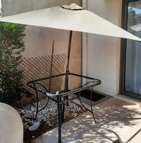 Mesa jardim  com guarda sol