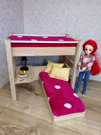 Łóżko piętrowe z biurkim dla lalek typu barbie. Mebelki drewniane