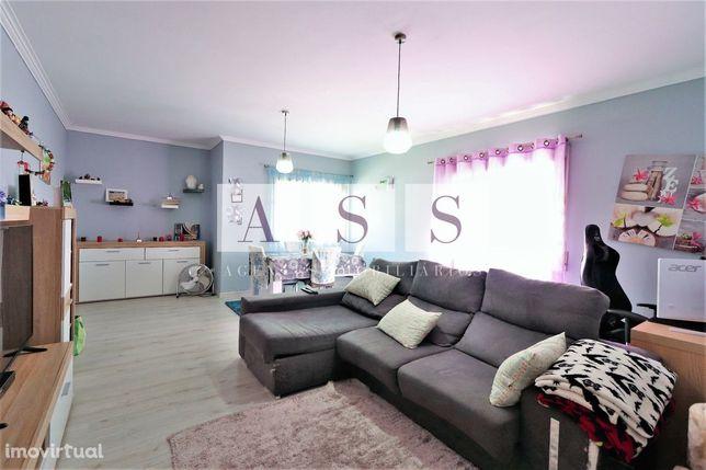 Apartamento T3, boas áreas, lugar garagem em Olival